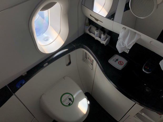 Các tiếp viên luôn nhắc nhở hành khách tuyệt đối không được đi vệ sinh lúc máy bay cất cánh và hạ cánh, vì sao lại thế? - Ảnh 3.