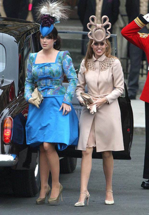 Nàng công chúa thị phi nhất Hoàng gia Anh khoe nhẫn đính hôn 3,2 tỷ đồng, chuẩn bị lên xe hoa với chồng triệu phú - Ảnh 11.