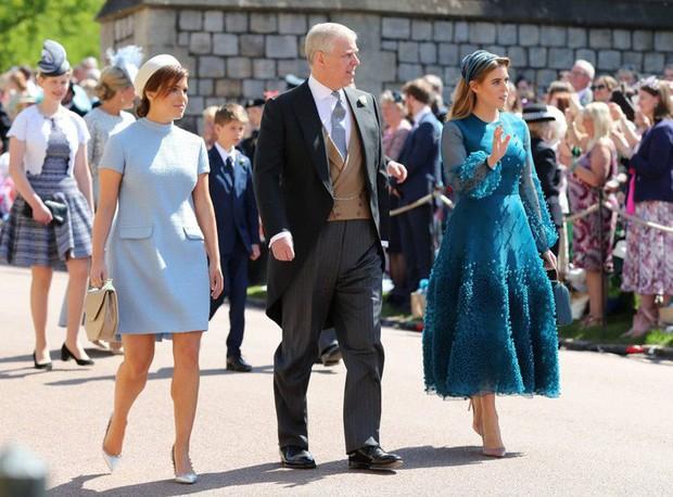 Nàng công chúa thị phi nhất Hoàng gia Anh khoe nhẫn đính hôn 3,2 tỷ đồng, chuẩn bị lên xe hoa với chồng triệu phú - Ảnh 12.