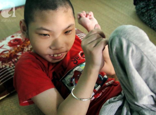 Nước mắt của mẹ đơn thân ôm con trai bại não chạy trốn khỏi chồng vũ phu: Anh ấy bảo con bị bệnh là do em không biết đẻ... - Ảnh 15.