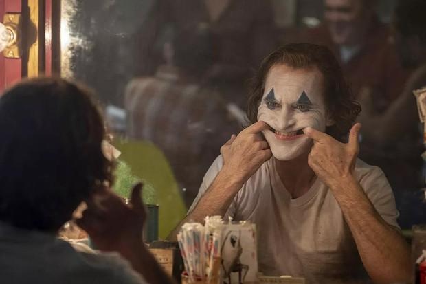 """Sợ thảm kịch xả súng lặp lại, cụm rạp lớn nhất nước Mỹ cấm cửa khán giả cosplay """"Joker"""" khi đi xem phim! - Ảnh 4."""