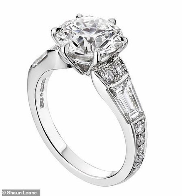 Nàng công chúa thị phi nhất Hoàng gia Anh khoe nhẫn đính hôn 3,2 tỷ đồng, chuẩn bị lên xe hoa với chồng triệu phú - Ảnh 4.