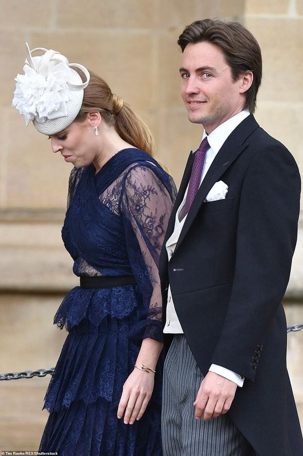 Nàng công chúa thị phi nhất Hoàng gia Anh khoe nhẫn đính hôn 3,2 tỷ đồng, chuẩn bị lên xe hoa với chồng triệu phú - Ảnh 8.