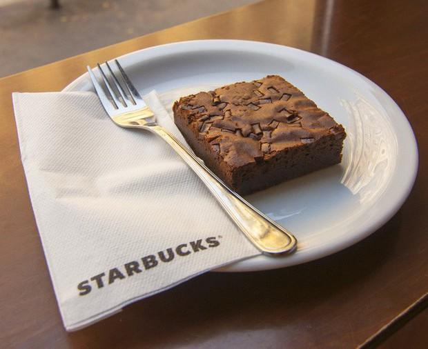 9 chiêu trò tâm lý Starbucks áp dụng để thao túng, buộc khách hàng chi nhiều tiền hơn mà chẳng mảy may suy nghĩ - Ảnh 10.