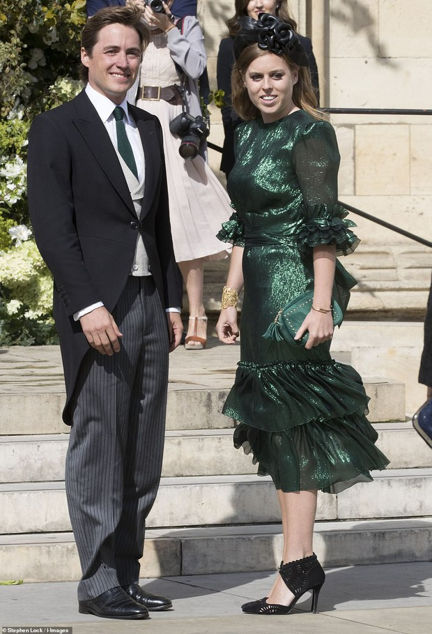 Nàng công chúa thị phi nhất Hoàng gia Anh khoe nhẫn đính hôn 3,2 tỷ đồng, chuẩn bị lên xe hoa với chồng triệu phú - Ảnh 9.