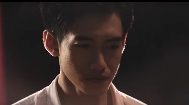 Lần đầu đụng độ sau chia tay, Thái Trinh bỗng bật khóc và bỏ về giữa sự kiện khi xem MV có Quang Đăng - Ảnh 2.