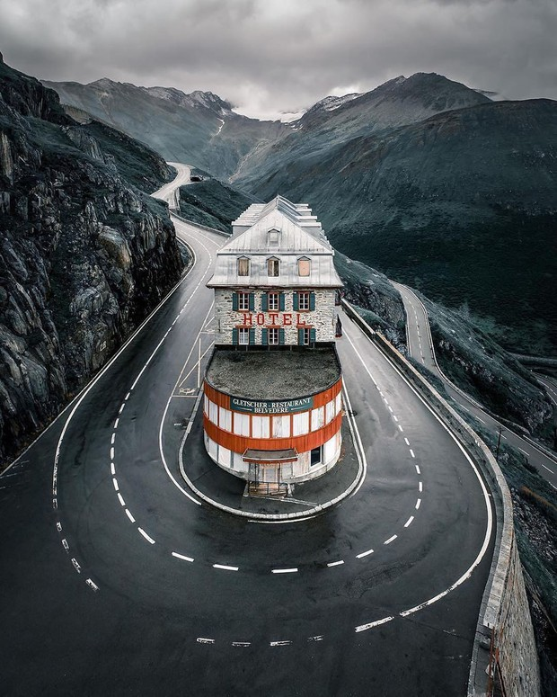Khách sạn 4 mặt tiền nằm cheo leo trên con dốc cao 2.429 m trên đỉnh núi Alps chính là nơi hoàn hảo dành cho hội ghét cả thế giới!  - Ảnh 7.