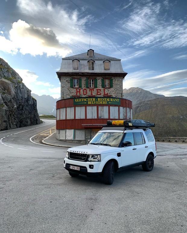 Khách sạn 4 mặt tiền nằm cheo leo trên con dốc cao 2.429 m trên đỉnh núi Alps chính là nơi hoàn hảo dành cho hội ghét cả thế giới!  - Ảnh 12.