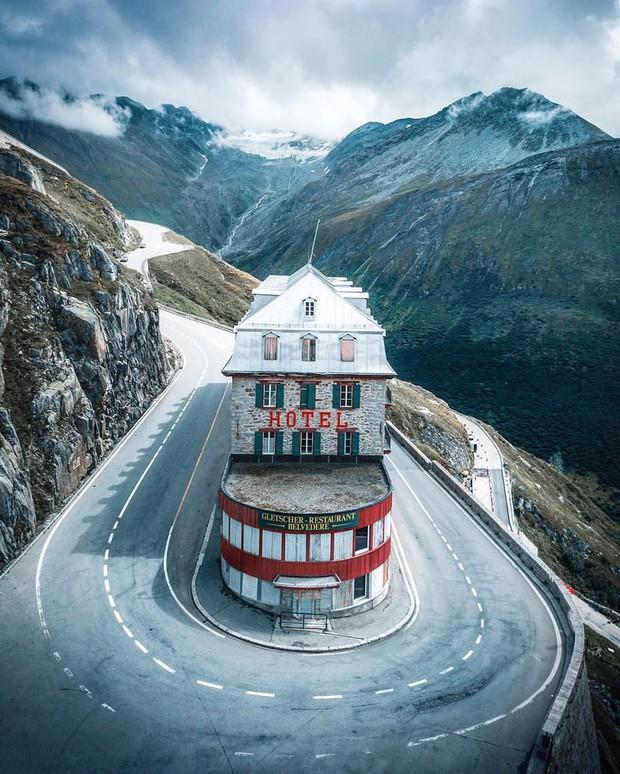 Khách sạn 4 mặt tiền nằm cheo leo trên con dốc cao 2.429 m trên đỉnh núi Alps chính là nơi hoàn hảo dành cho hội ghét cả thế giới!  - Ảnh 2.