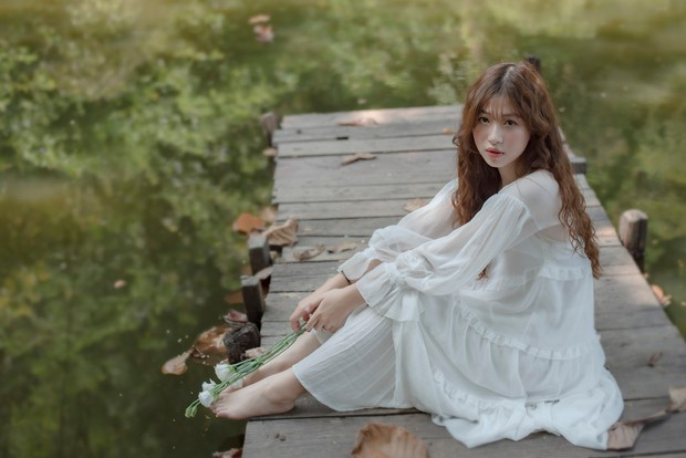 Nữ sinh ĐH Tôn Đức Thắng gây thương nhớ với vẻ ngoài xinh xắn khi diện áo dài hồng cánh sen nổi bần bật ngày khai giảng - Ảnh 5.