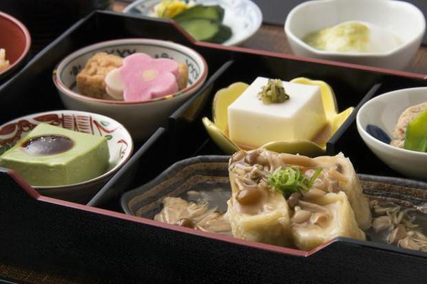 """Nhìn qua tưởng miếng đậu phụ bình thường, ăn vào mới biết độ """"lừa tình"""" bá đạo của người Nhật - Ảnh 6."""