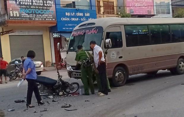 Ô tô khách lấn làn tông trực diện xe máy, nam sinh lớp 9 tử vong tại chỗ - Ảnh 1.