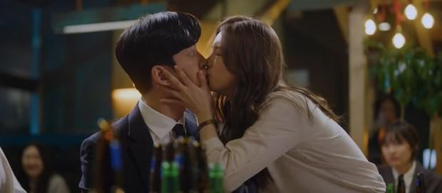 Vagabond tập 4: Suzy mượn rượu tỏ tình rồi đè nam phụ Shin Sung Rok ra cưỡng hôn? - Ảnh 11.