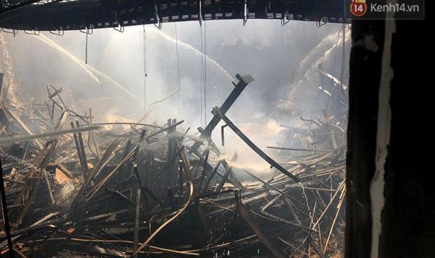 Sân khấu bị cháy dữ dội trước thềm liveshow, anh trai Quang Hà lên tiếng trấn an người hâm mộ - Ảnh 1.