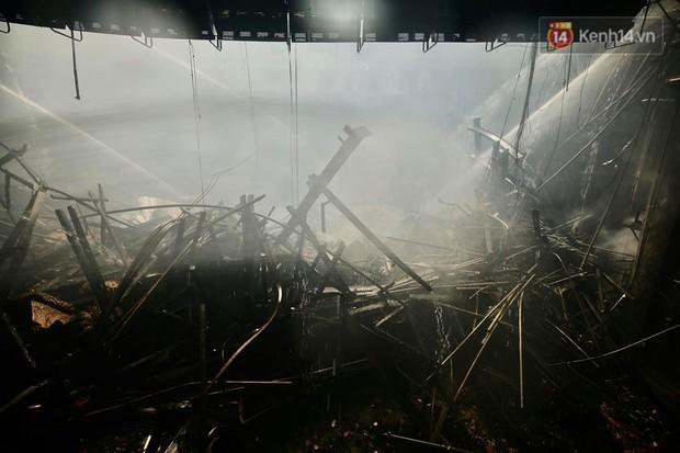 Ảnh: Bên trong hiện trường vụ cháy Cung văn hoá hữu nghị Việt Xô - Ảnh 3.