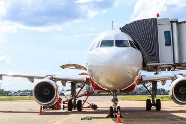 Đố bạn biết vì sao hành khách luôn phải lên hoặc xuống máy bay bằng cửa bên trái? - Ảnh 4.