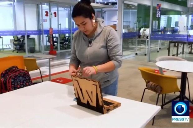 Nữ sinh chế tạo laptop gỗ, học sinh nghèo cũng có thể sử dụng - Ảnh 1.