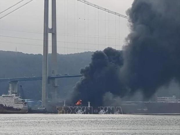 Số thương vong tăng gấp đôi trong vụ nổ tàu chở dầu tại Hàn Quốc - Ảnh 1.