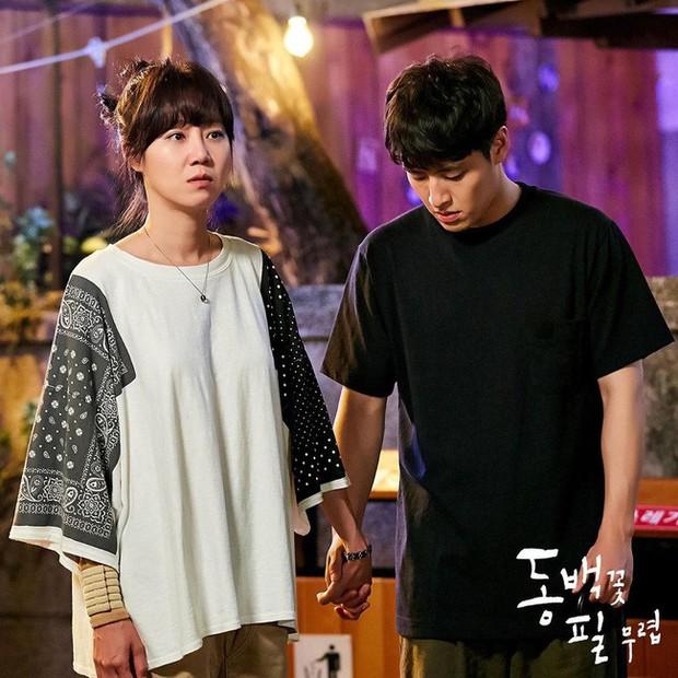 Gong Hyo Jin năm nay đã 39 tuổi mà vẫn cân được tuốt những bộ cánh xì tin hết cỡ trong phim mới - Ảnh 12.