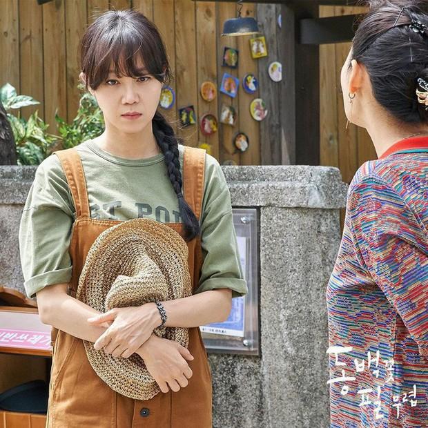 Gong Hyo Jin năm nay đã 39 tuổi mà vẫn cân được tuốt những bộ cánh xì tin hết cỡ trong phim mới - Ảnh 16.