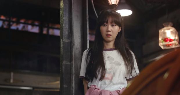 Gong Hyo Jin năm nay đã 39 tuổi mà vẫn cân được tuốt những bộ cánh xì tin hết cỡ trong phim mới - Ảnh 19.