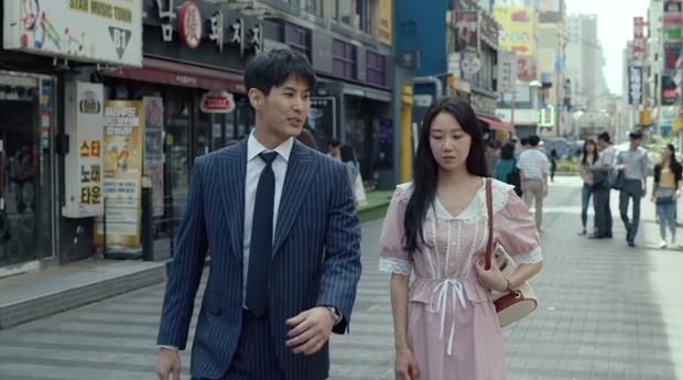 Gong Hyo Jin năm nay đã 39 tuổi mà vẫn cân được tuốt những bộ cánh xì tin hết cỡ trong phim mới - Ảnh 4.