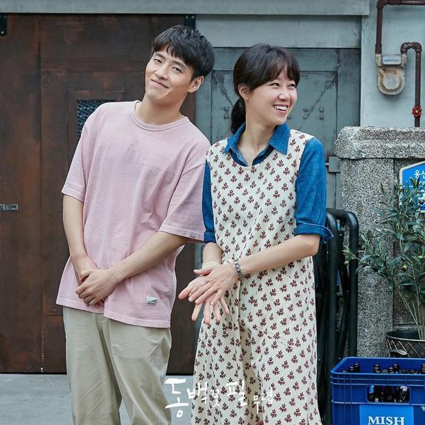 Gong Hyo Jin năm nay đã 39 tuổi mà vẫn cân được tuốt những bộ cánh xì tin hết cỡ trong phim mới - Ảnh 8.