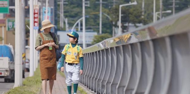 Gong Hyo Jin năm nay đã 39 tuổi mà vẫn cân được tuốt những bộ cánh xì tin hết cỡ trong phim mới - Ảnh 10.