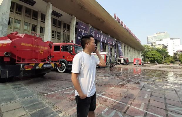 Sân khấu bị cháy dữ dội trước thềm liveshow, anh trai Quang Hà lên tiếng trấn an người hâm mộ - Ảnh 7.