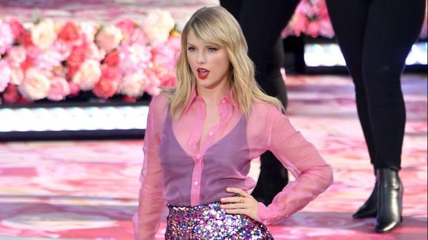 Cái tên Taylor Swift đã xuất hiện trên làng nhạc thế giới được 13 năm và đây là 13 cột mốc lớn trong sự nghiệp khiến ai ai cũng phải trầm trồ - Ảnh 19.