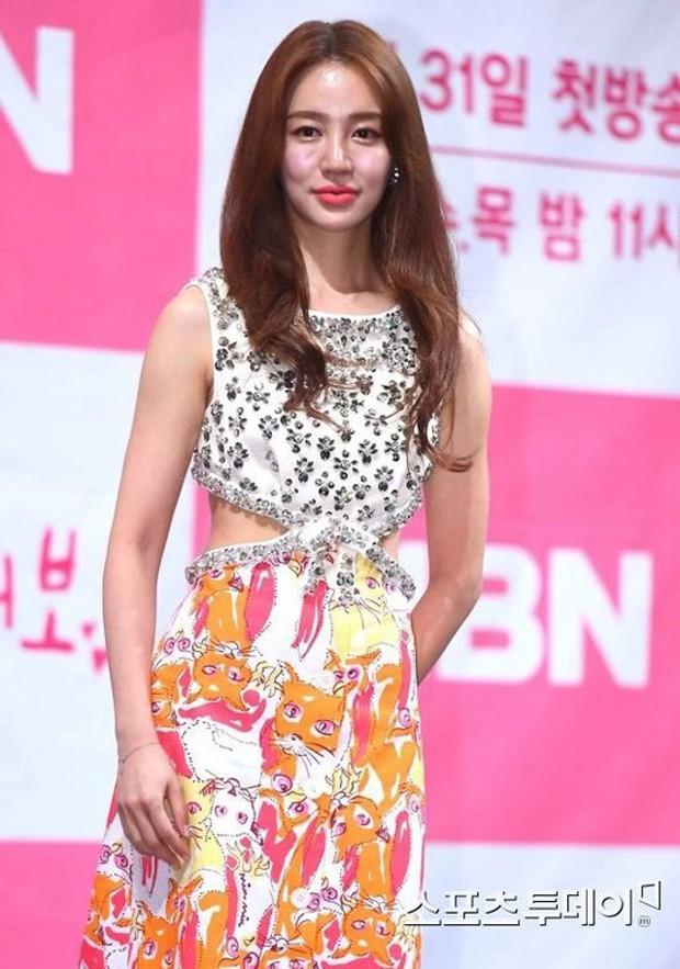 Từng phá nát nét đẹp thanh xuân vì thẩm mỹ, Yoon Eun Hye cuối cùng cũng lấy lại nhan sắc ngọt ngào khi xưa - Ảnh 4.