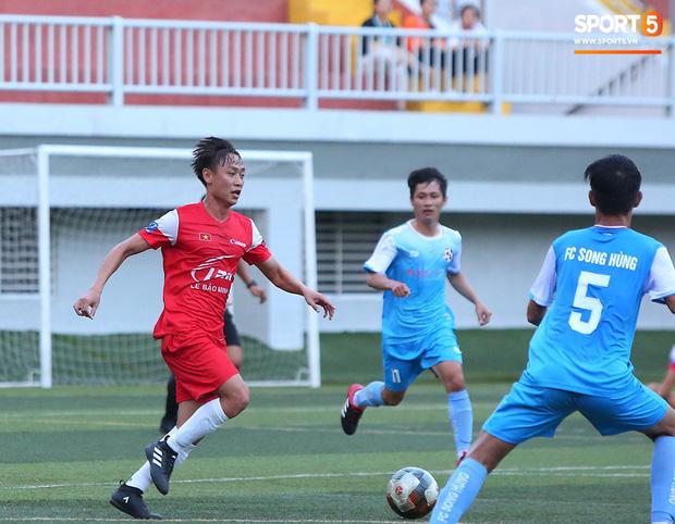 Minh Vương, Ngọc Quang đốn tim fan nữ Sài thành bằng những pha bóng đẳng cấp sân phủi - Ảnh 3.
