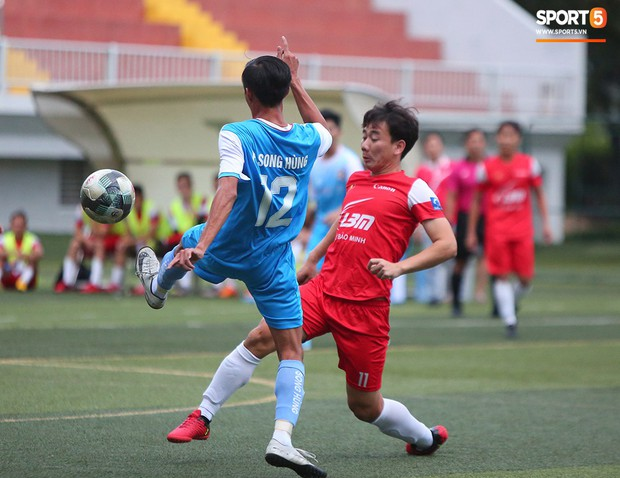 Minh Vương, Ngọc Quang đốn tim fan nữ Sài thành bằng những pha bóng đẳng cấp sân phủi - Ảnh 5.