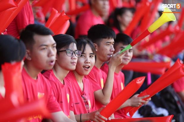 Minh Vương, Ngọc Quang đốn tim fan nữ Sài thành bằng những pha bóng đẳng cấp sân phủi - Ảnh 6.