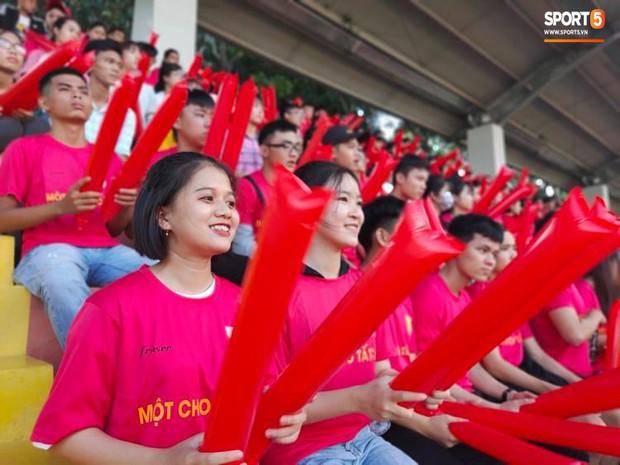 Minh Vương, Ngọc Quang đốn tim fan nữ Sài thành bằng những pha bóng đẳng cấp sân phủi - Ảnh 7.