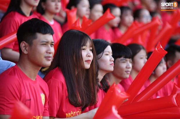 Minh Vương, Ngọc Quang đốn tim fan nữ Sài thành bằng những pha bóng đẳng cấp sân phủi - Ảnh 8.