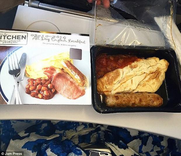 """Đừng xem cả khi đói lẫn khi no: Những suất ăn trên máy bay sánh ngang với… """"thảm hoạ nhân loại"""", thà nhịn còn hơn - Ảnh 5."""