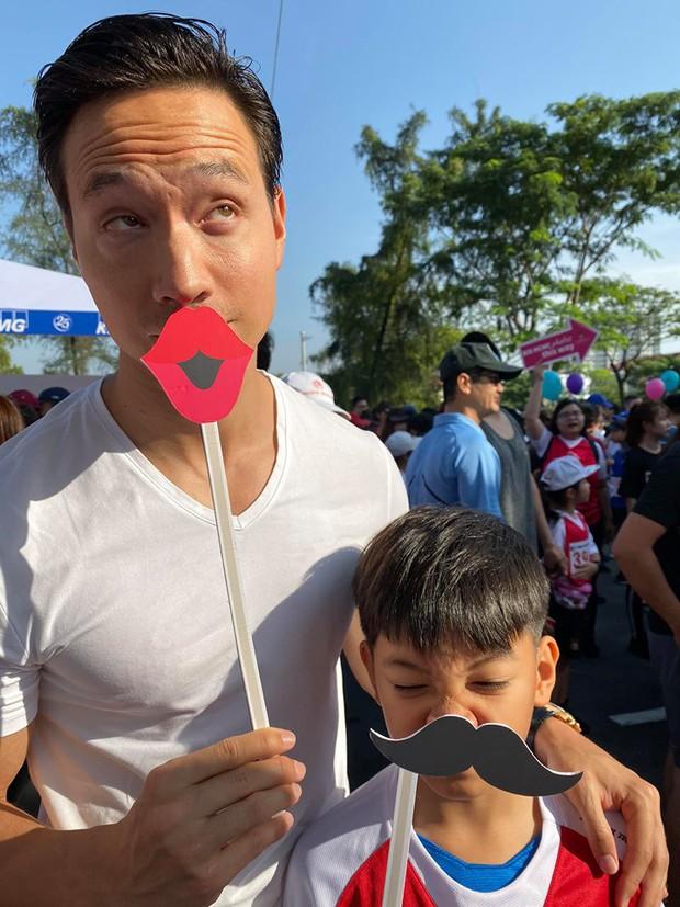 Màn đụng độ lần đầu tiên của Cường Đô La và Kim Lý, cùng đưa Subeo đi chạy marathon gây quỹ từ thiện - Ảnh 1.