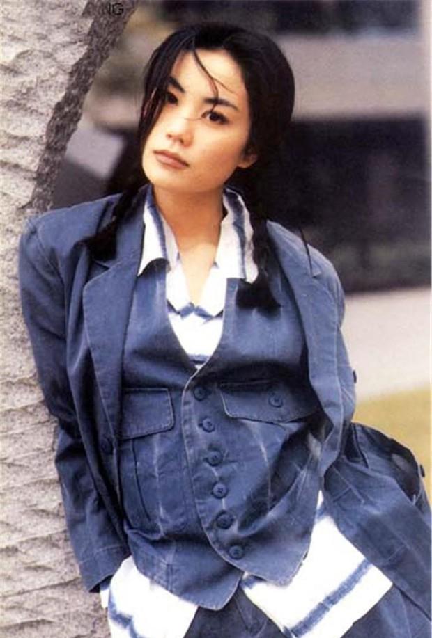 Nhan sắc 29 minh tinh đình đám năm 18 tuổi: Angela Baby - Dương Mịch chạy dài trước Lê Tư - Trương Bá Chi - Ảnh 2.