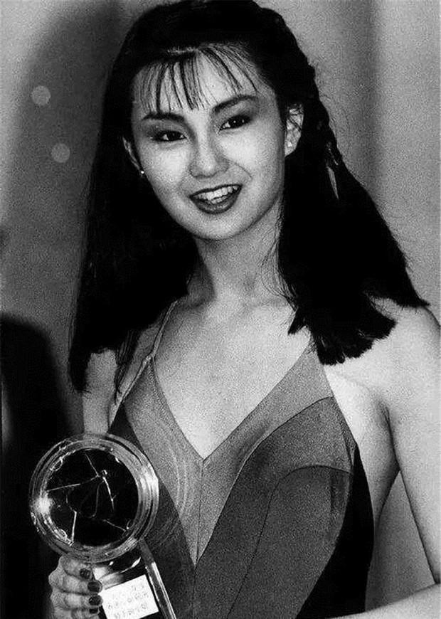Nhan sắc 29 minh tinh đình đám năm 18 tuổi: Angela Baby - Dương Mịch chạy dài trước Lê Tư - Trương Bá Chi - Ảnh 27.