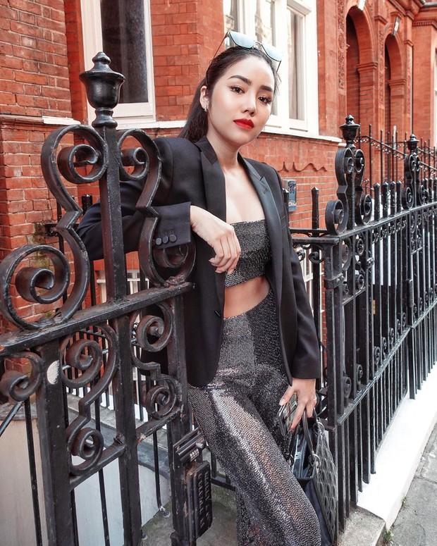 Để diện blazer sexy mà không bị dừ, các nàng nên sắm ngay crop top hoặc áo lót thật xịn - Ảnh 2.