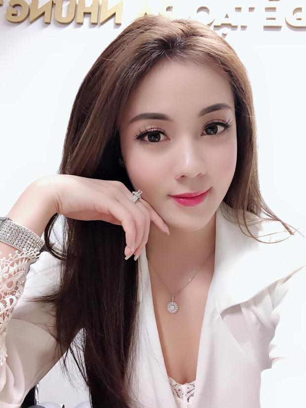 Soi nhan sắc 3 cô dâu sắp theo chàng về dinh: Mie Nguyễn như công chúa bước ra từ cổ tích, nữ giảng viên Hà My lại sexy hết nấc - Ảnh 7.