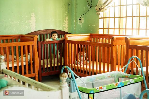Ông bụt ở Sài Gòn tặng hơn 100 tỷ cho trẻ mồ côi: Nếu đã gọi mấy đứa nhỏ là con thì tiền bạc đừng để trong đầu - Ảnh 2.