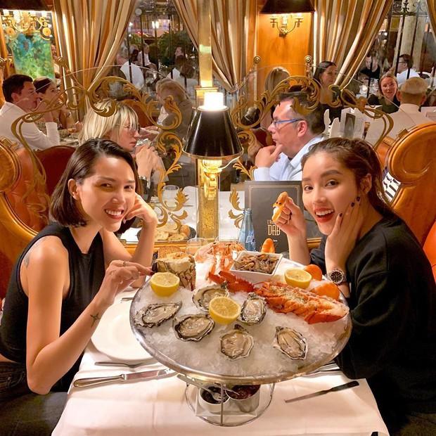 Hội tranh thủ Paris Fashion Week để… đi du lịch: Kỳ Duyên - Tiên Nguyễn ăn uống thả ga, Khánh Linh mang 8 cái vali quần áo để chụp hình - Ảnh 4.