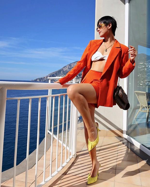 Để diện blazer sexy mà không bị dừ, các nàng nên sắm ngay crop top hoặc áo lót thật xịn - Ảnh 8.