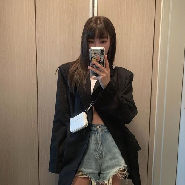 Để diện blazer sexy mà không bị dừ, các nàng nên sắm ngay crop top hoặc áo lót thật xịn - Ảnh 5.