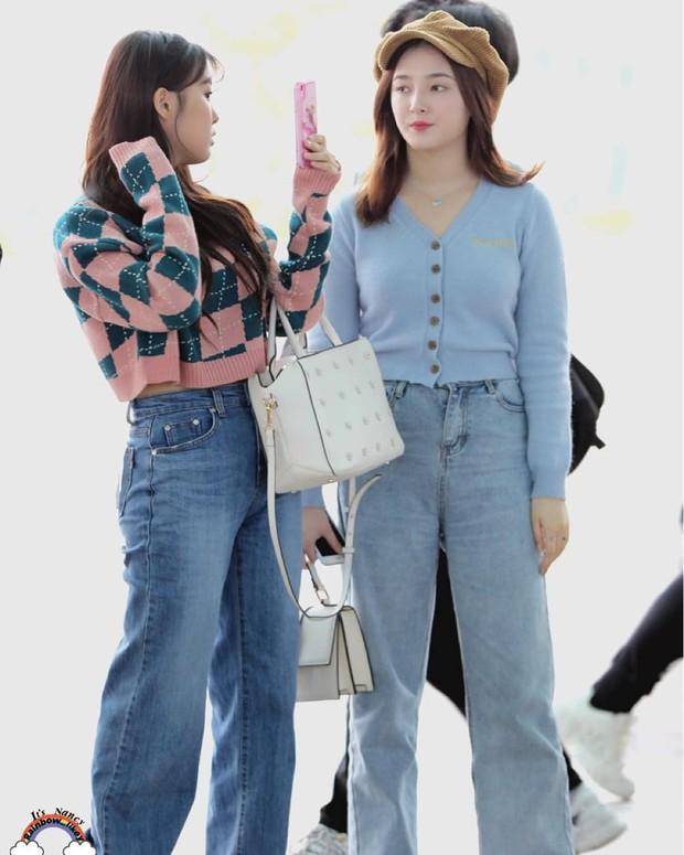 """Quần """"jeans của ông"""" nhìn thì chán mà lại là trào lưu ăn diện của loạt sao Hàn và IT girl, bạn khó có thể làm ngơ - Ảnh 6."""