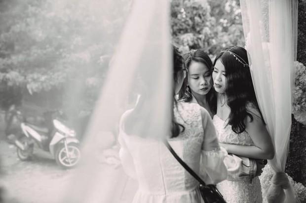 Đôi bạn thân 13 năm ôm nhau mừng rơi nước mắt trong ngày cưới: Thật vui vì chúng ta đã ở cạnh nhau lâu như thế! - Ảnh 2.
