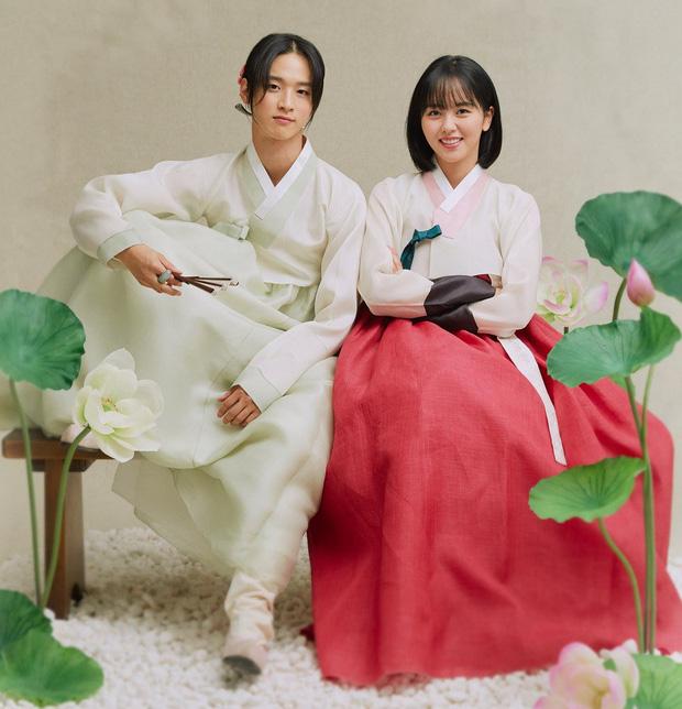 4 lý do không thể bỏ lỡ Tiểu Sử Chàng Nok Du: Ngành nữ Kim So Hyun kẹt trong chuyện tình anh là mẹ nuôi của em - Ảnh 1.