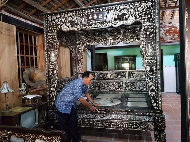 Độc đáo chiếc giường cổ có giá bạc tỷ ở Đồng Tháp - Ảnh 1.